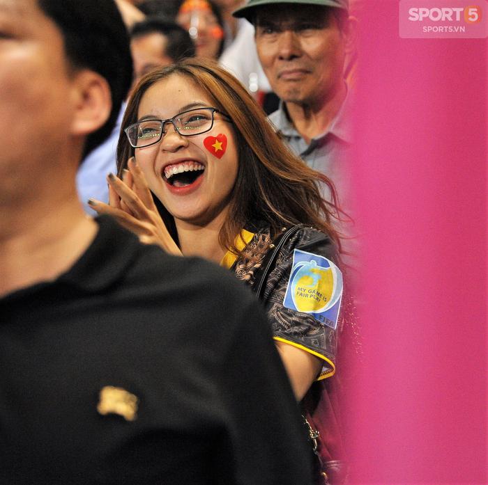Bố Quang Hải: Giây phút con ghi bàn, tôi lặng khóc trên khán đài! 3