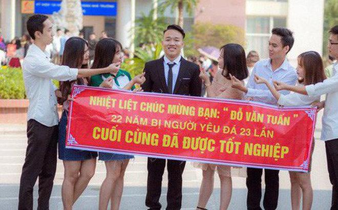 Hình ảnh Thanh xuân sẽ rất buồn nếu không có bạn thân, lầy đến mức in banner để tố giác nhau ngày tốt nghiệp số 1