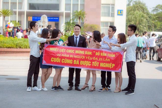 Hình ảnh Thanh xuân sẽ rất buồn nếu không có bạn thân, lầy đến mức in banner để tố giác nhau ngày tốt nghiệp số 3