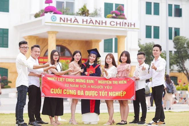 Hình ảnh Thanh xuân sẽ rất buồn nếu không có bạn thân, lầy đến mức in banner để tố giác nhau ngày tốt nghiệp số 4