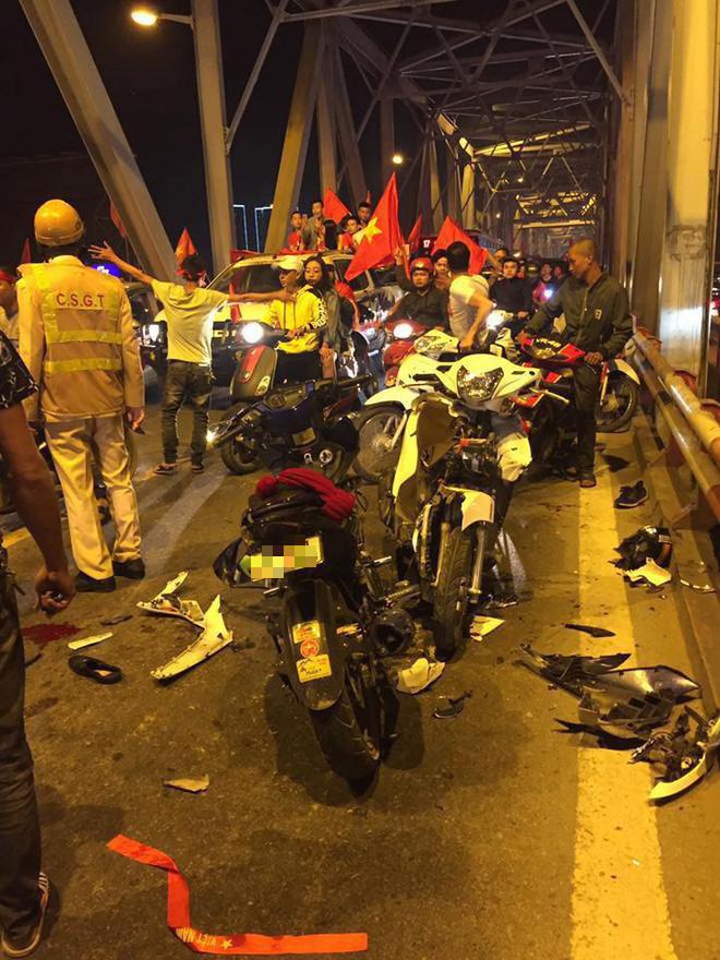 Ẩu đả, tai nạn giao thông liên tiếp trong đêm đi 'bão' mừng chiến tích vào chung kết của đội tuyển Việt Nam 2