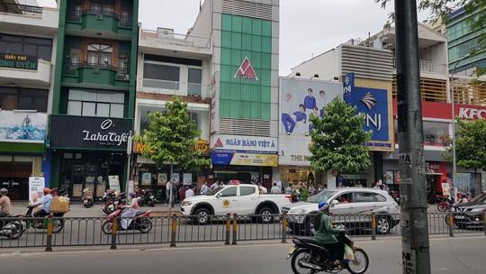 Táo tợn dùng súng cướp ngân hàng tại Sài Gòn 1