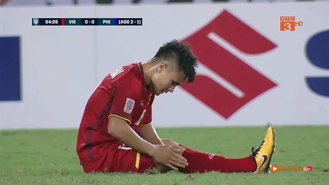 Quang Hải với lời than thở sau khi bị nhiều cầu thủ Philippines chăm sóc kỹ lưỡng 3