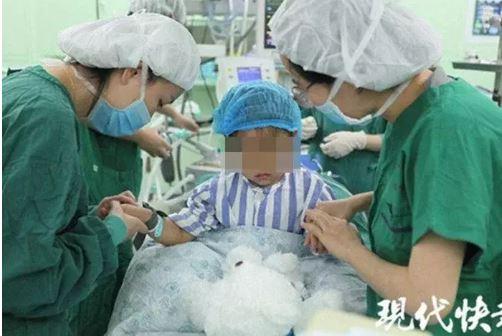 Hình ảnh Bé gái 3 tuổi mắc ung thư vú, dấu hiệu đến từ những nốt đỏ trên ngực số 1