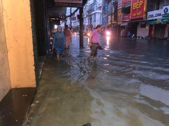 Chùm ảnh: Đà Nẵng mênh mông biển nước sau trận mưa to lịch sử 3
