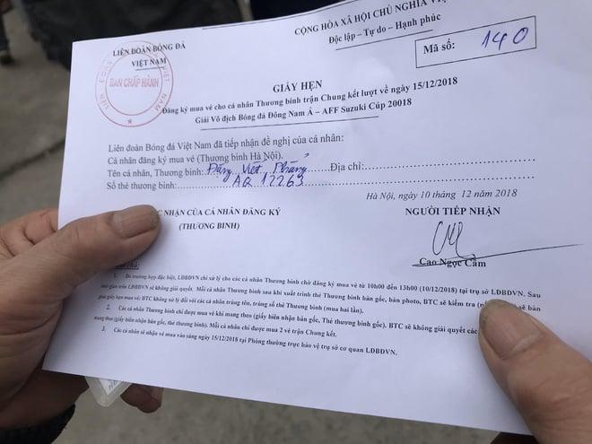 Hàng trăm thương binh chen lấn chờ đăng kí mua vé trận chung kết Việt Nam - Malaysia 7