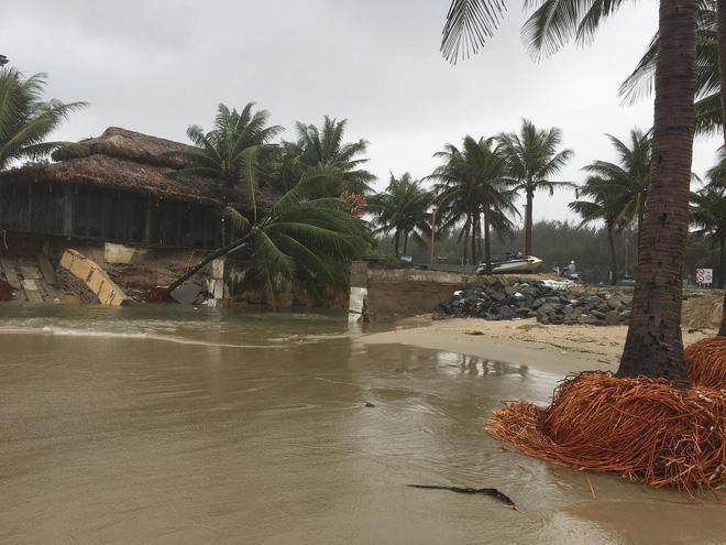 Cận cảnh bãi biển đẹp nhất hành tinh sạt lở kinh hoàng sau trận mưa lịch sử ở Đà Nẵng 5