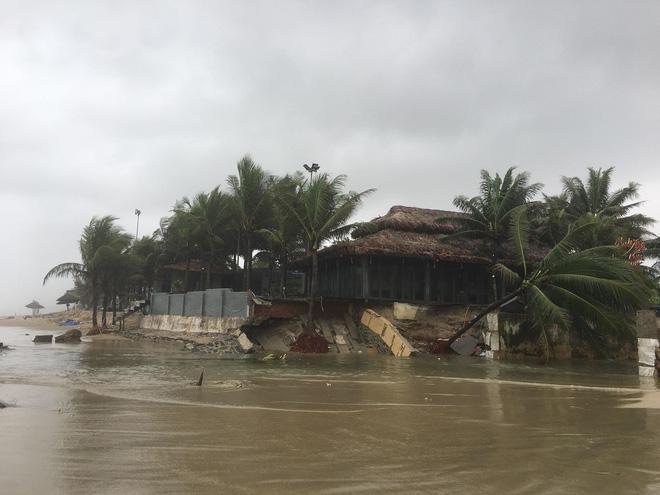 Cận cảnh bãi biển đẹp nhất hành tinh sạt lở kinh hoàng sau trận mưa lịch sử ở Đà Nẵng 4