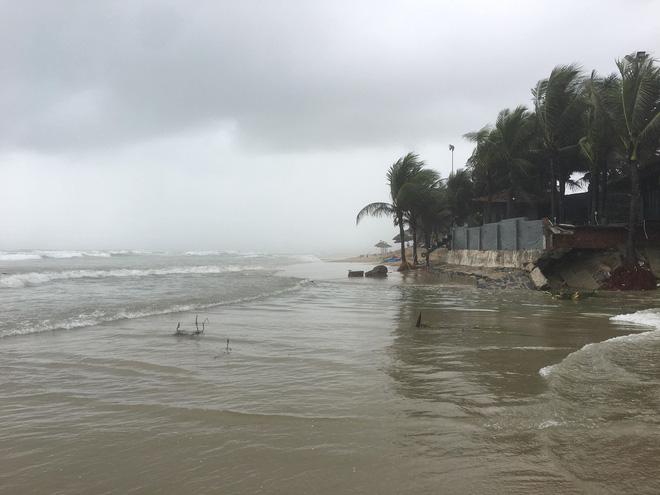 Cận cảnh bãi biển đẹp nhất hành tinh sạt lở kinh hoàng sau trận mưa lịch sử ở Đà Nẵng 3