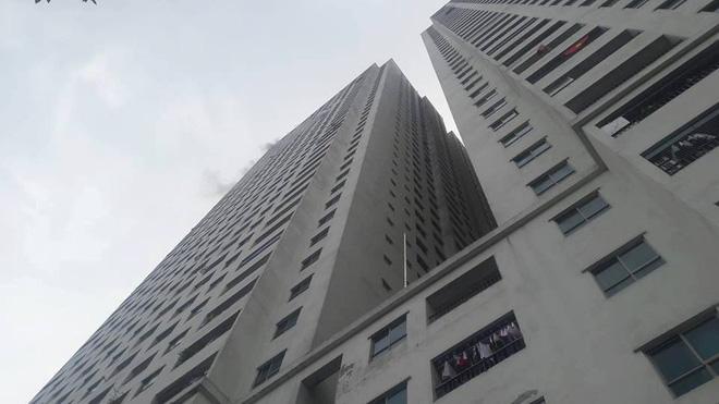 Cháy tại tầng 31 ở chung cư HH Linh Đàm, cư dân hoảng loạn 2