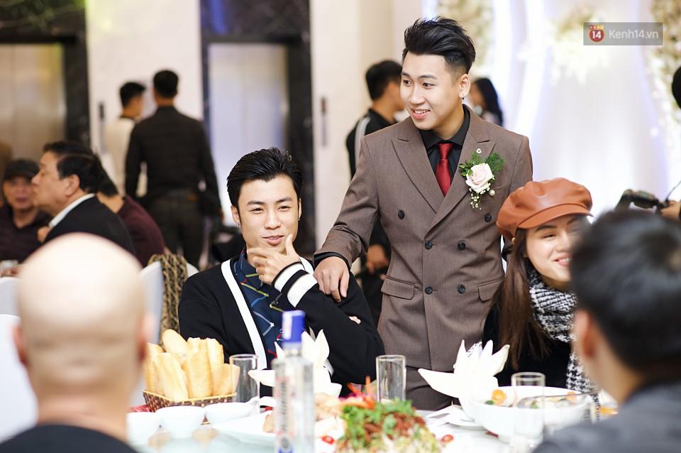 """Vợ Huy Cung mặc áo cưới 200 triệu, bật khóc vì bị chồng tung clip """"nói xấu"""" trước quan viên hai họ 12"""