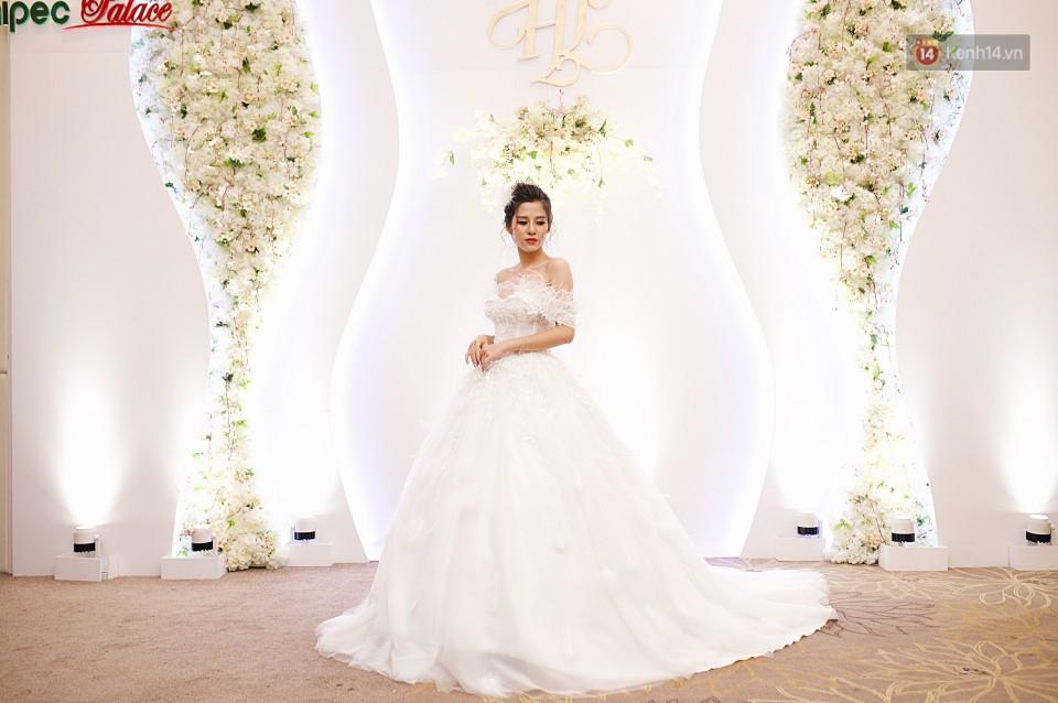 """Vợ Huy Cung mặc áo cưới 200 triệu, bật khóc vì bị chồng tung clip """"nói xấu"""" trước quan viên hai họ 7"""