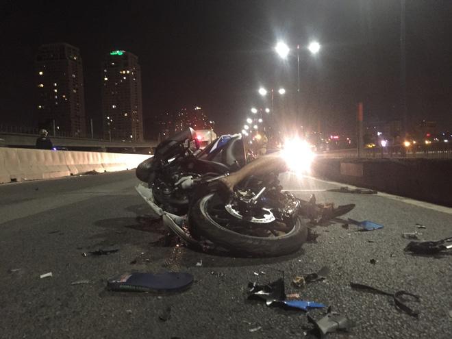 Tin tai nạn giao thông mới nhất ngày 10/12: Xe máy đấu đầu nát vụn, nam thanh niên tử vong 1