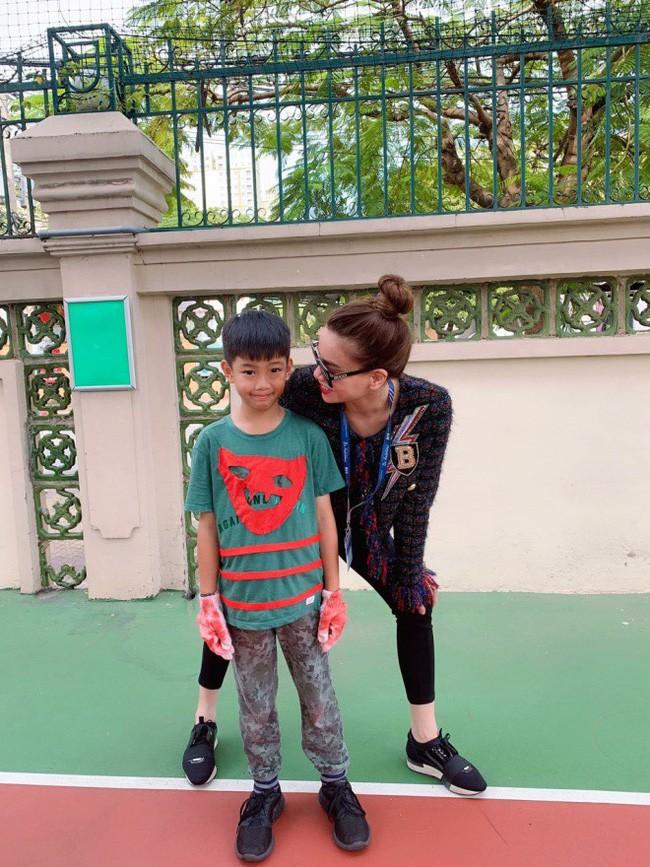 Vừa về quê tình mới, Cường Đô la đã đến trường cổ vũ con trai Subeo cùng với Hà Hồ 3