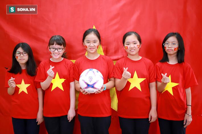 ĐT Việt Nam nhận món quà ý nghĩa trước thềm đại chiến với Malaysia 6