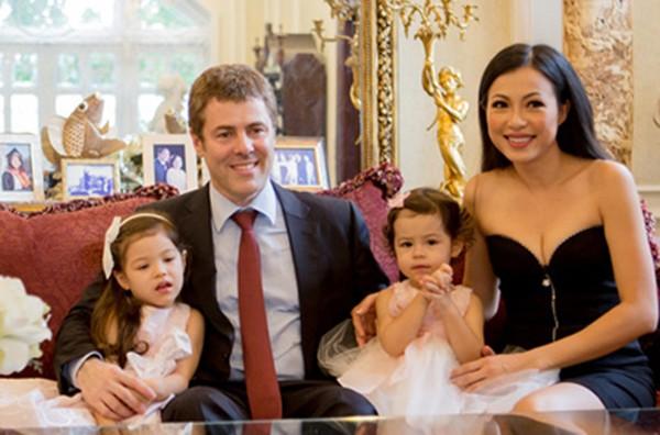 Tiết lộ về người chồng ngoại quốc của Hoa hậu gợi cảm, giàu nhất Việt Nam 5