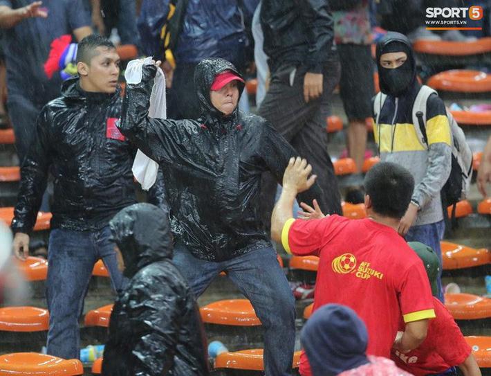 'Bóng ma hooligan' và nỗi ám ảnh trong văn hóa cổ vũ của CĐV Việt Nam 1