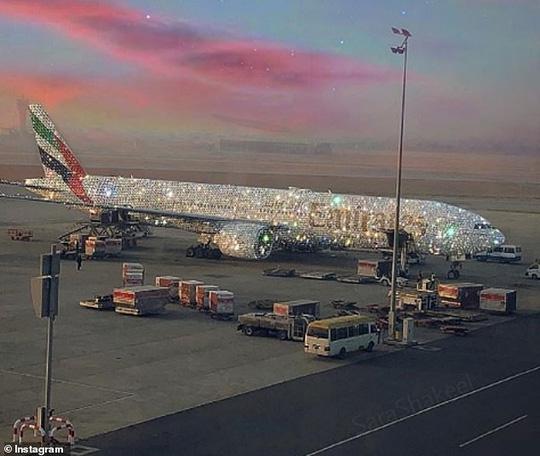 Sự thật phía sau chiếc Boeing 777 dát kim cương gây xôn xao 1