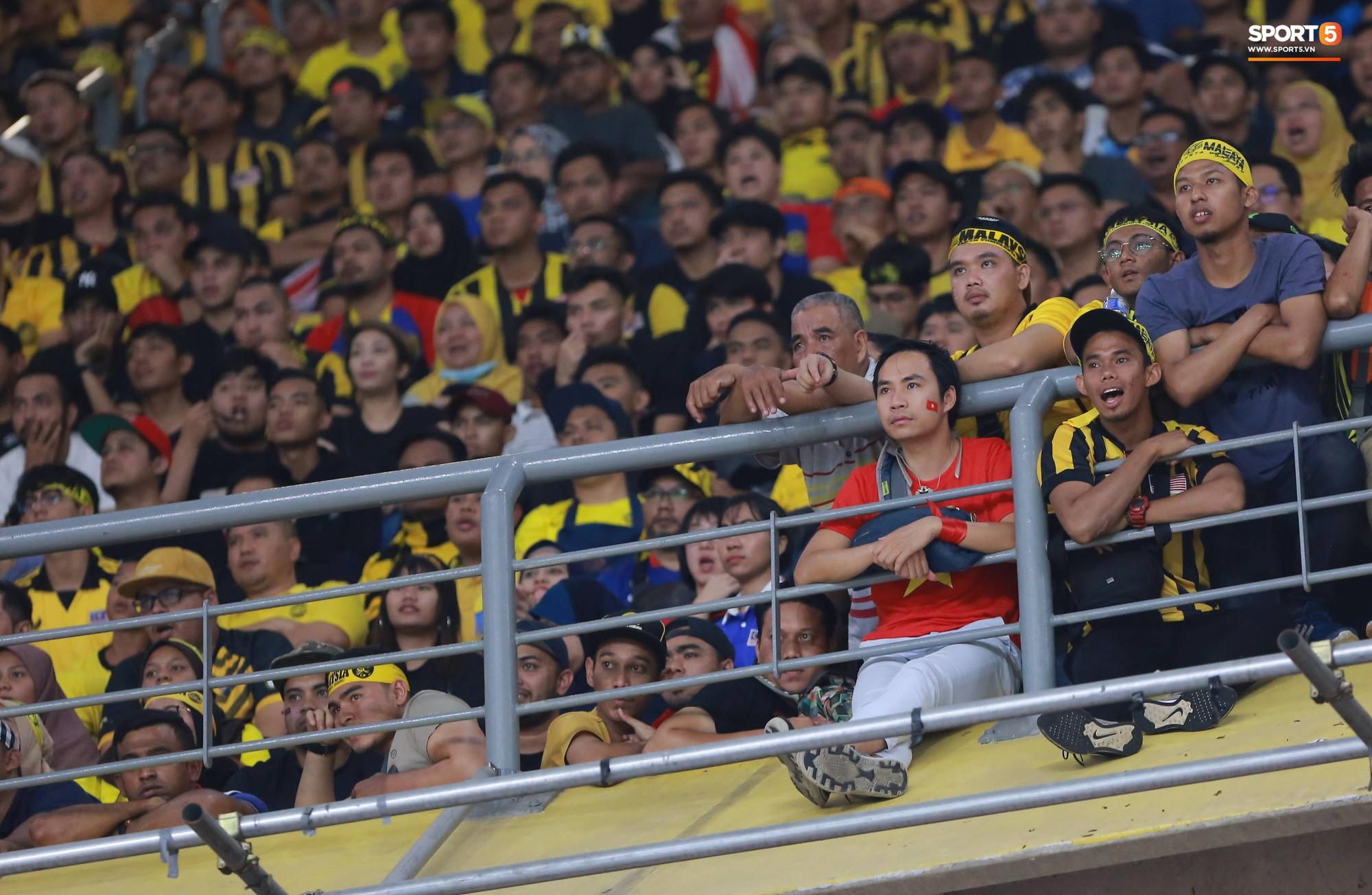 Báo Malaysia thay CĐV Việt Nam nói lên nỗi bức xúc vì bị cướp chỗ trên khán đài Bukit Jalil 1