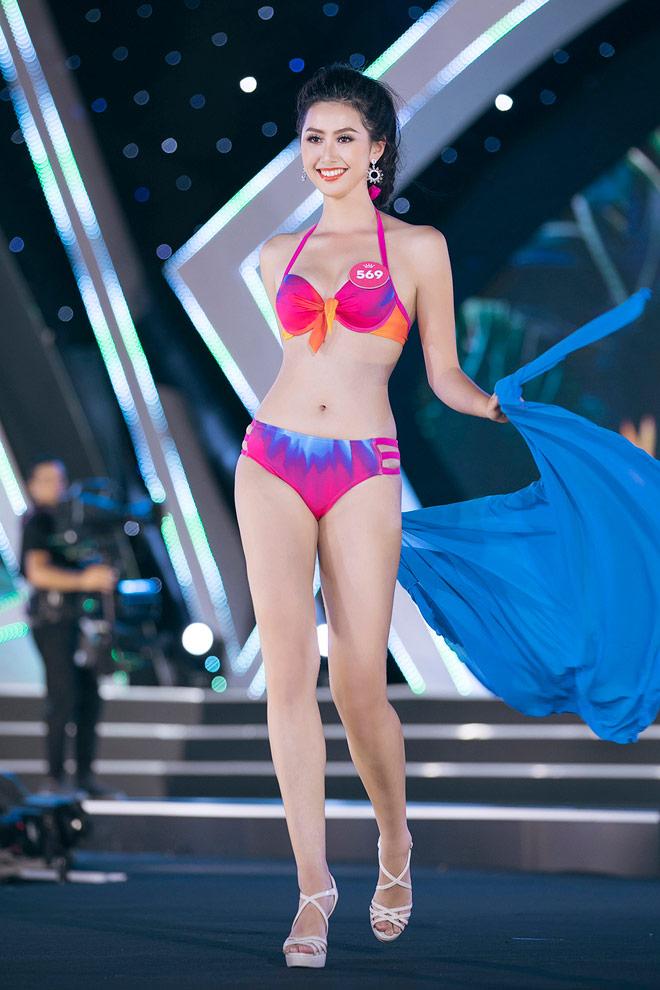 Nữ tiếp viên đi cùng tuyển AFF Cup VN từng thi Hoa hậu Việt Nam 4