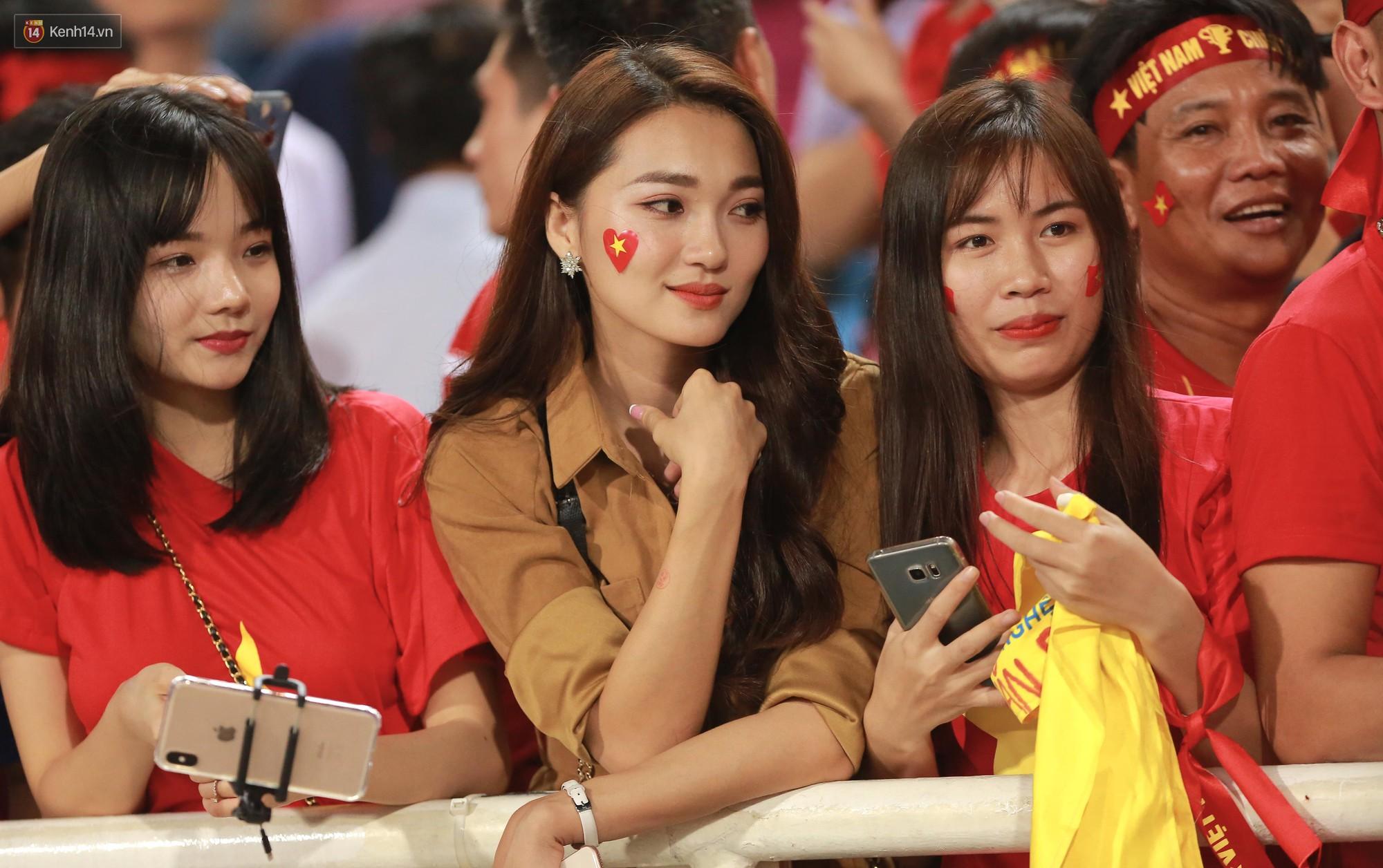 Báo Hàn Quốc ấn tượng về sự cuồng nhiệt của những fan nữ Việt Nam xinh đẹp 2