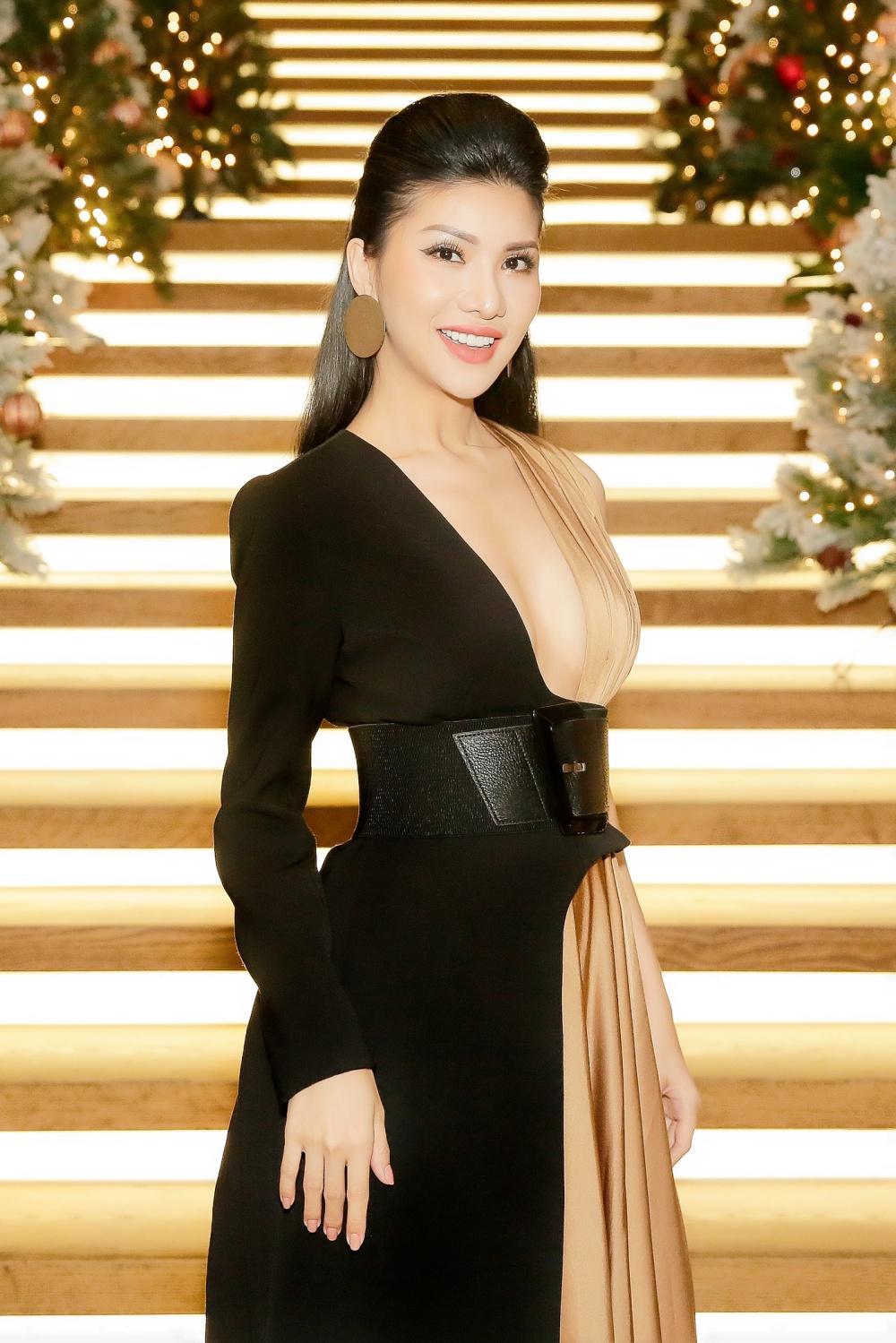 Mê mẩn trước vẻ đẹp không góc chết của Hoa hậu hàng không Loan Vương  2