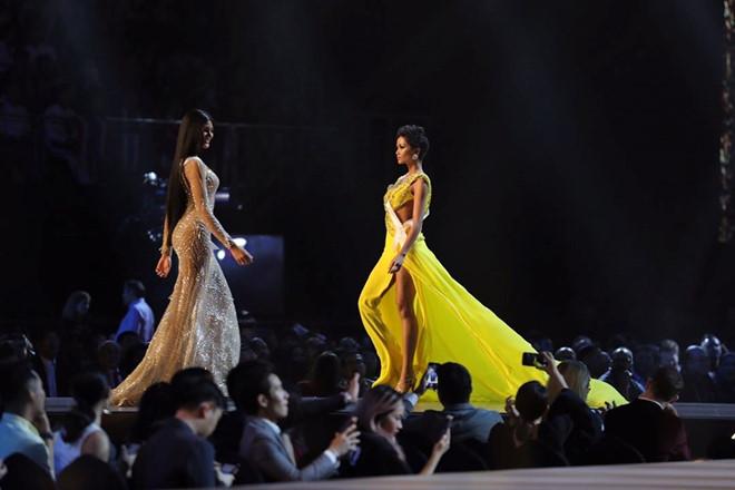 H'Hen Niê nổi bật nhất trong đêm bán kết Hoa hậu Hoàn vũ Thế giới 2018, khán giản vỗ tay rầm rầm 1