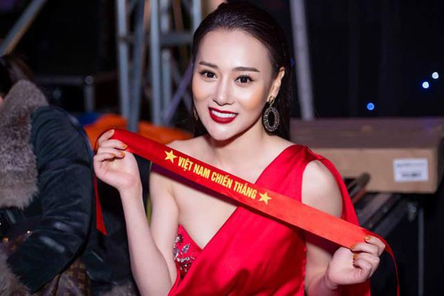 Việt Nam vô địch AFF Cup: Hoa hậu tỷ phú Phương Lê tắm tiên, Á hậu Mâu Thủy đi bão xuyên đêm 1