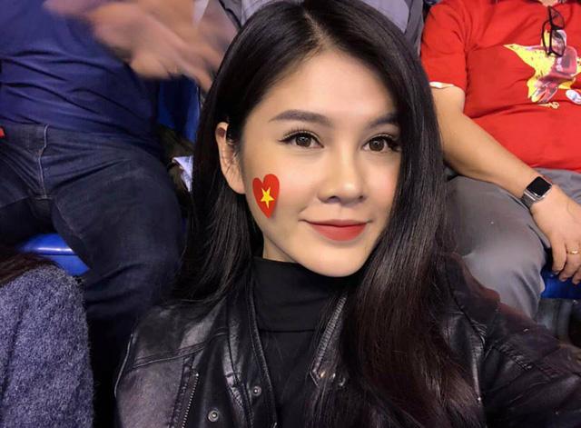 Việt Nam vô địch AFF Cup: Hoa hậu tỷ phú Phương Lê tắm tiên, Á hậu Mâu Thủy đi bão xuyên đêm 4