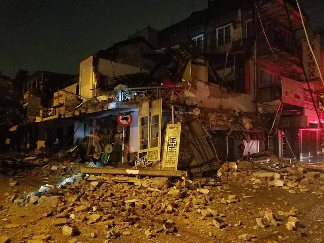 Kinh hoàng cảnh tượng nhà 2 tầng đổ sập trong đêm mưa ở Huế 1