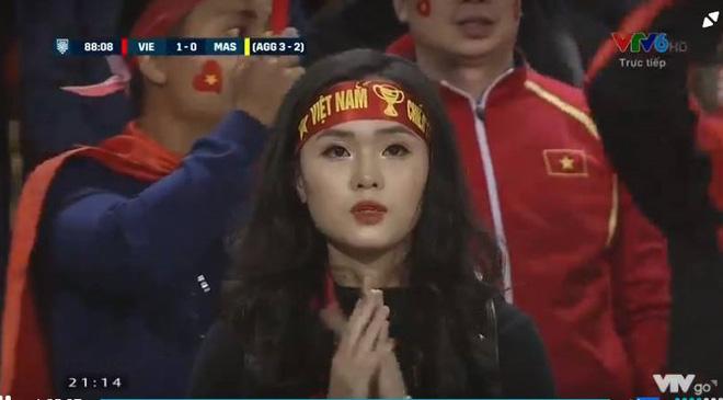 3 hot girl lọt máy quay nhà đài trận chung kết AFF Cup là ai? 3
