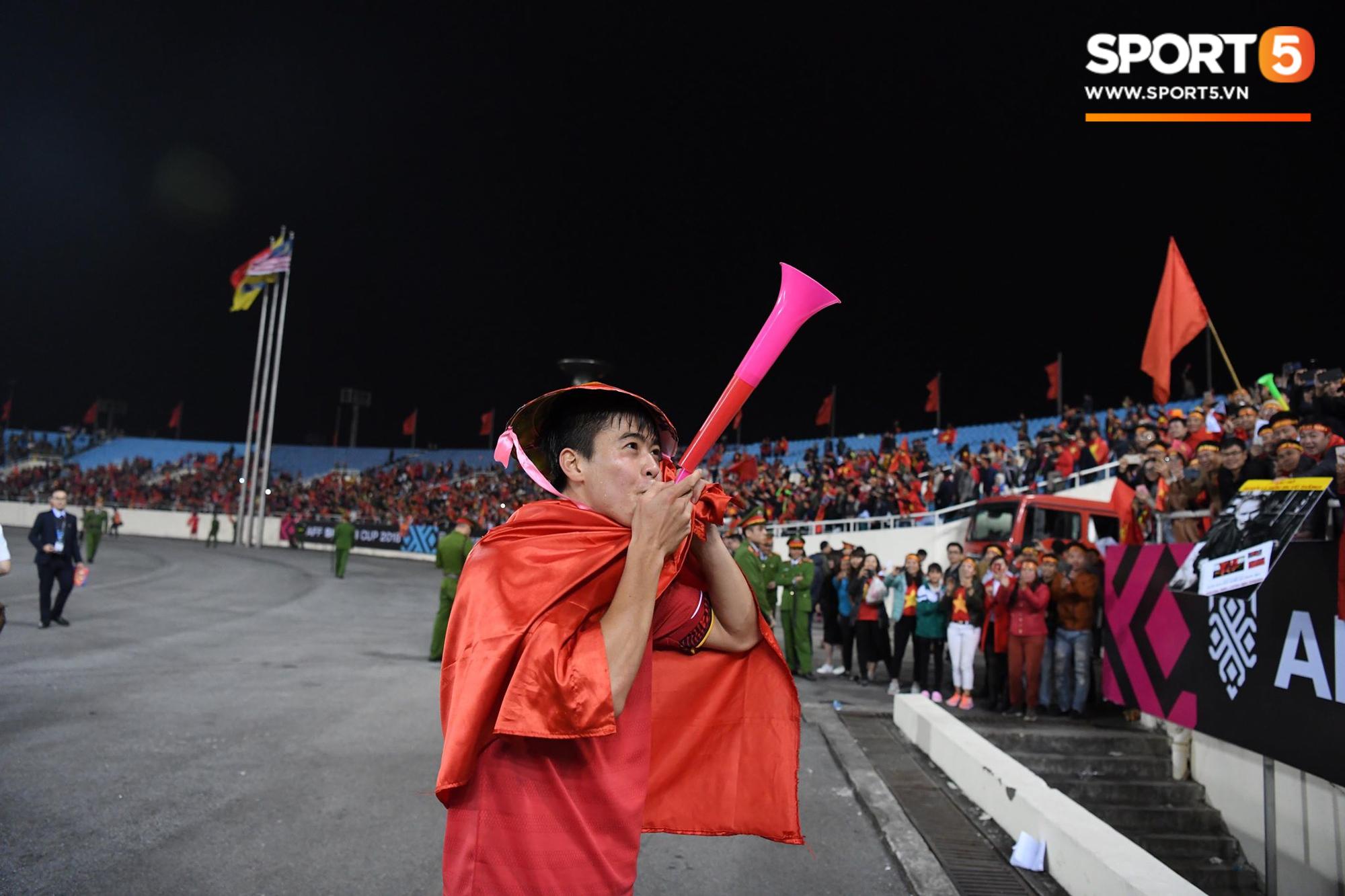Vô địch AFF Cup, Duy Mạnh không quên tri ân những