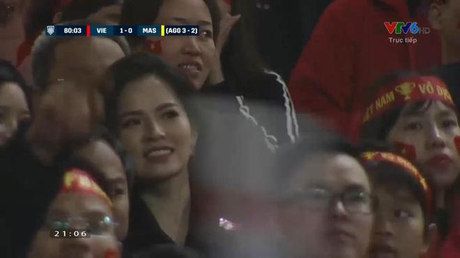 3 hot girl lọt máy quay nhà đài trận chung kết AFF Cup là ai? 1