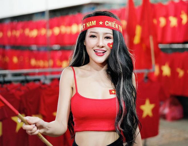 Hot girl Ngân 98 cởi đồ ăn mừng Việt Nam vô địch AFF Cup khiến cư dân mạng bỏng mắt 2