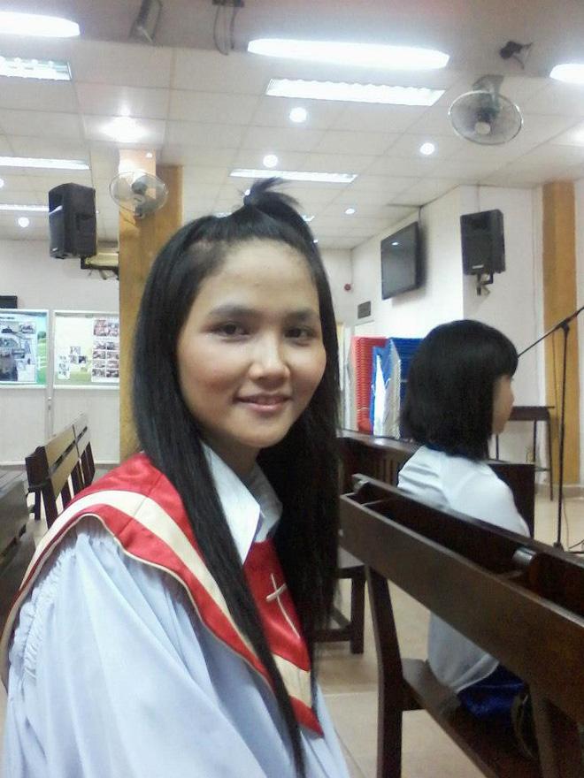 Thời sinh viên của HHen Niê: Học 2 trường Đại học, từng đi rửa bát, phát tờ rơi, sống trong phòng trọ chật chội 2,5tr/tháng 3