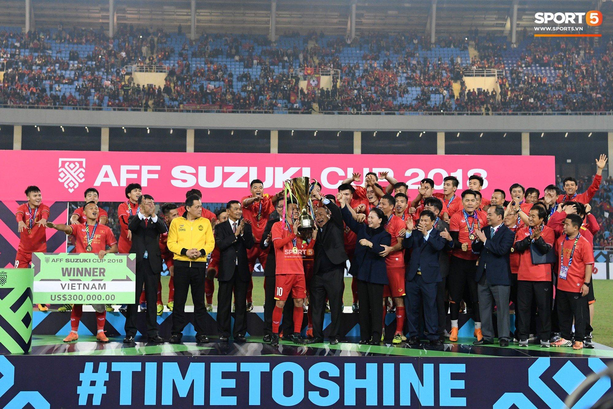 Vô địch AFF Cup 2018, đội tuyển Việt Nam được thưởng hơn 30 tỷ đồng  1