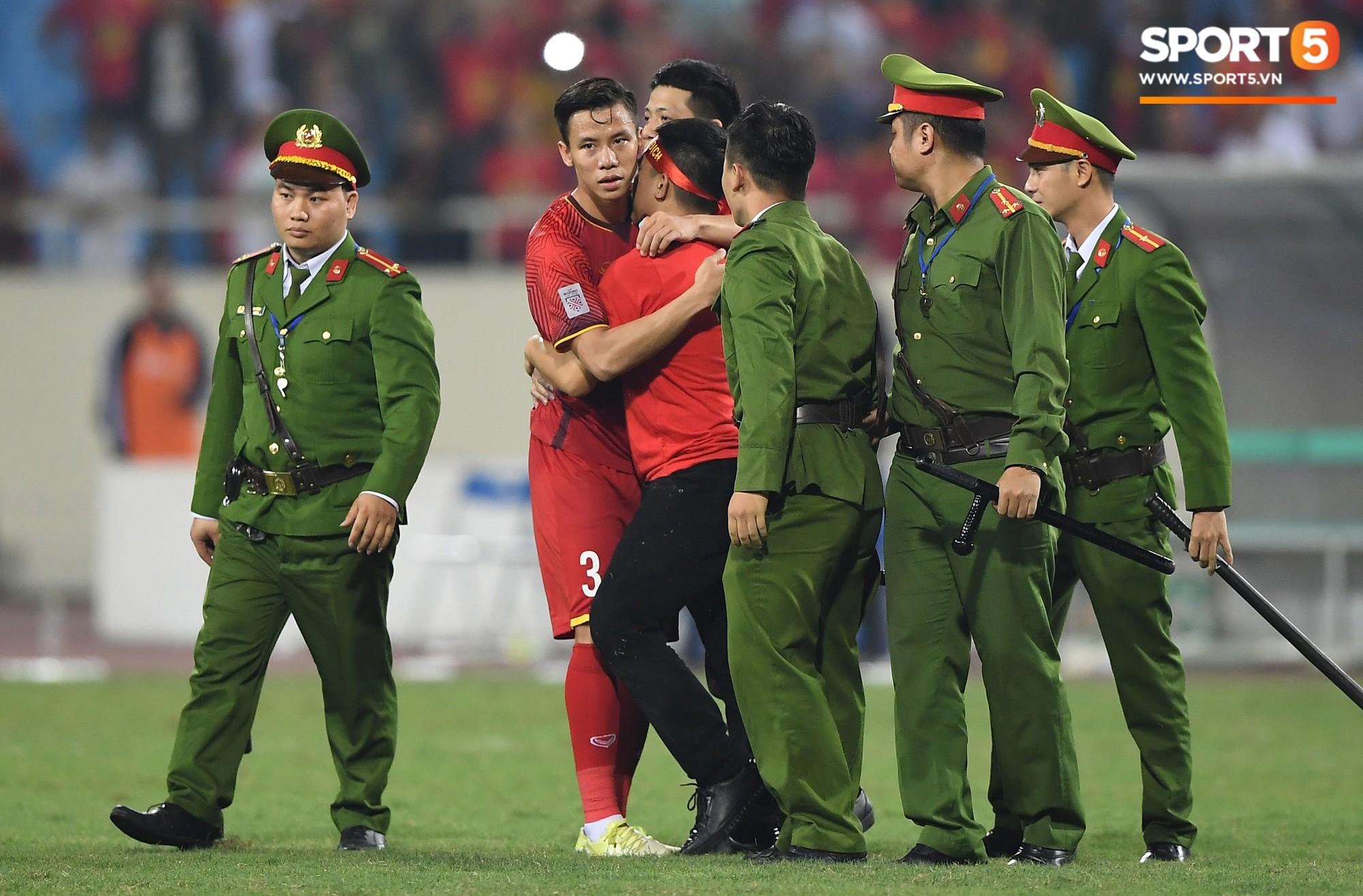 Nhà vô địch AFF Cup 2018 Quế Ngọc Hải: 'Máy chém' rũ bỏ những định kiến để đứng dậy sáng lòa 6