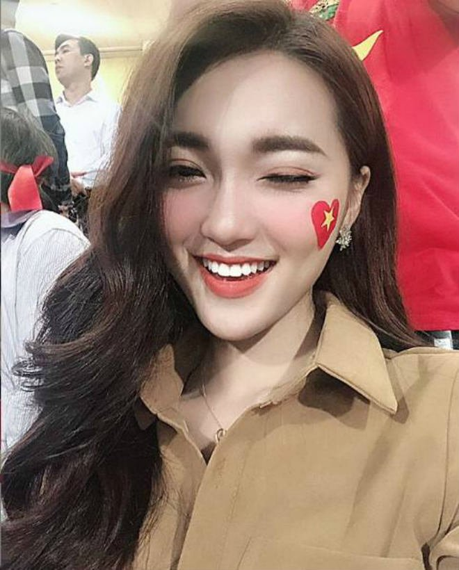 Sina gọi Văn Đức là CR7 của Việt Nam, khen bạn gái tin đồn 'thuần khiết như tiên nữ hạ phàm' 4