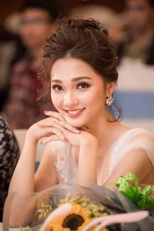 Sina gọi Văn Đức là CR7 của Việt Nam, khen bạn gái tin đồn