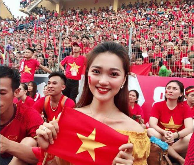 Sina gọi Văn Đức là CR7 của Việt Nam, khen bạn gái tin đồn 'thuần khiết như tiên nữ hạ phàm' 2