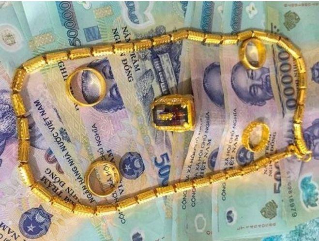 Thầy giáo ở Hà Tĩnh bịa chuyện nhặt được tiền, vàng đánh rơi trả lại người mất 1