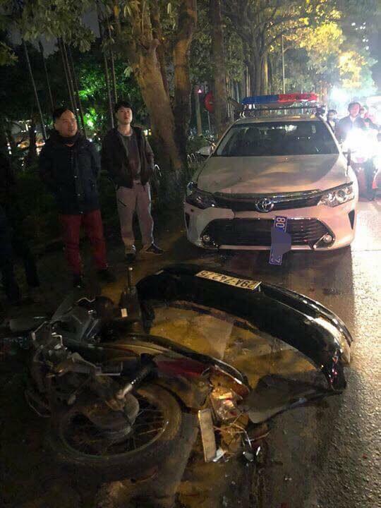 Hiện trường vụ xe Lexus đâm liên hoàn 8 xe máy khiến nhiều người bị thương 3