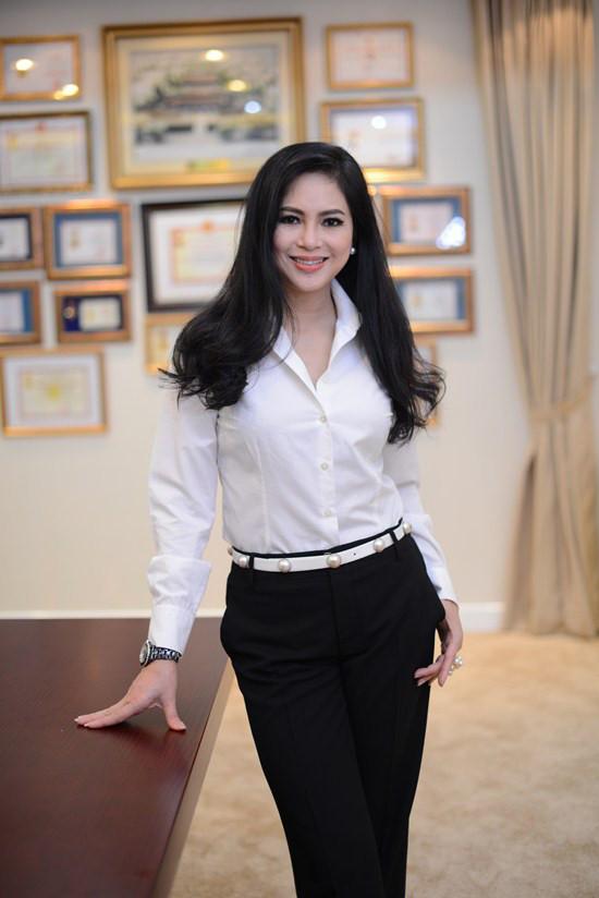 Tuổi 50, mẹ chồng Tăng Thanh Hà vẫn đánh bại dàn mỹ nhân trẻ như thế này đây! 9