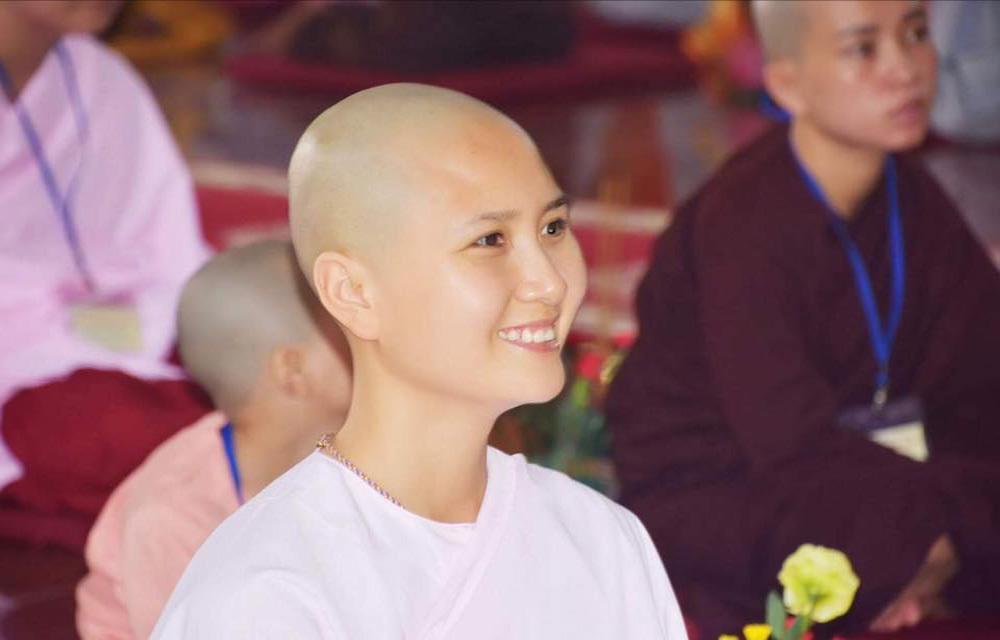 Cận cảnh nhan sắc người đẹp thi Hoa hậu xuống tóc đi tu bỗng cưới đại gia 6