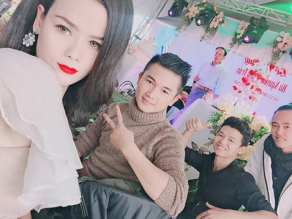 Cận cảnh đám cưới của Nguyễn Thị Hà - người đẹp Hoa hậu Việt Nam 2014 xuống tóc đi tu bất ngờ bị tố