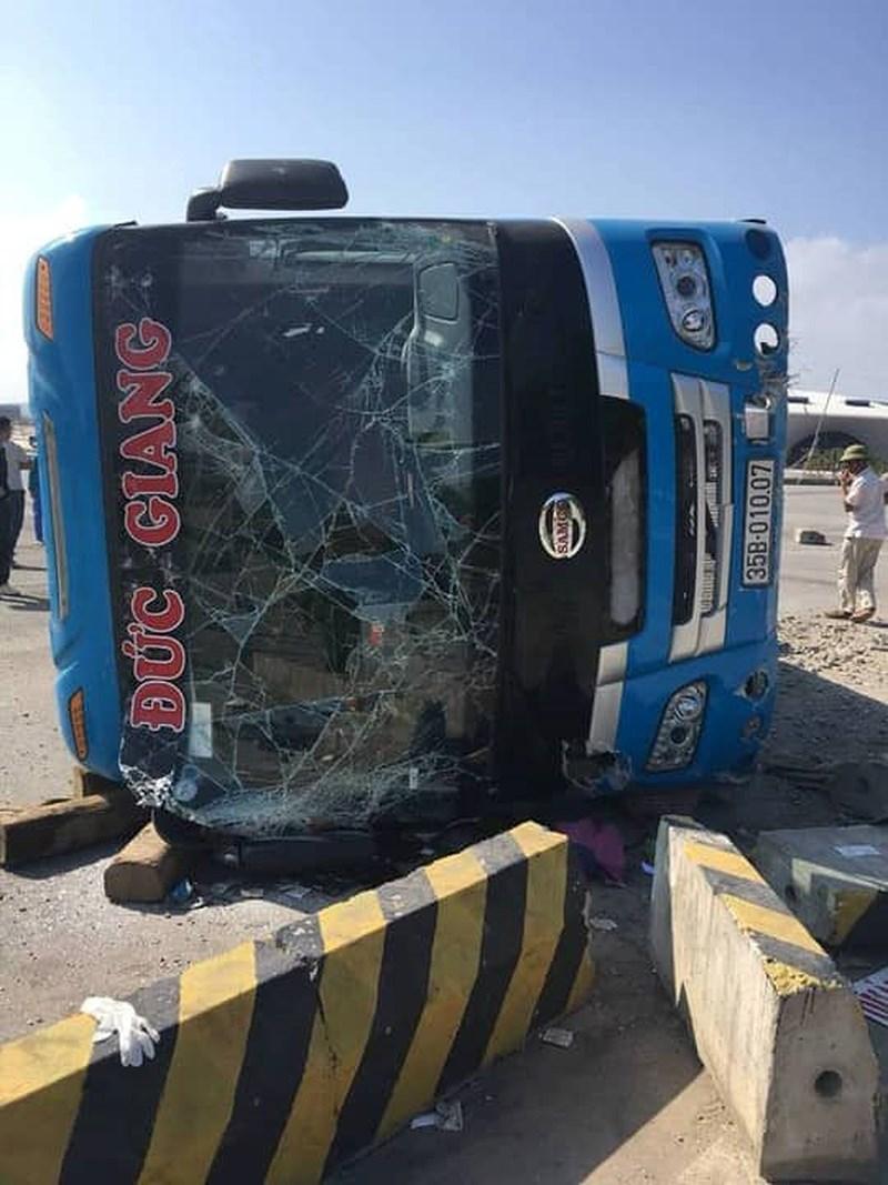 Nguyên nhân ban đầu vụ xe khách bị lật khiến 6 người thương vong 1