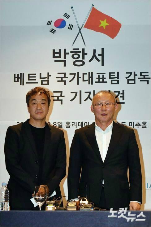 Hơn 30 năm thân thiết, trợ lý Lee Young-jin dám mạo hiểm sự nghiệp vì HLV Park Hang-seo 3
