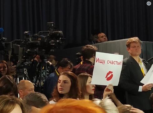 """Bị hỏi bao giờ cưới vợ, ông Putin trả lời sẽ kết hôn như một """"người đàn ông đứng đắn"""" 1"""