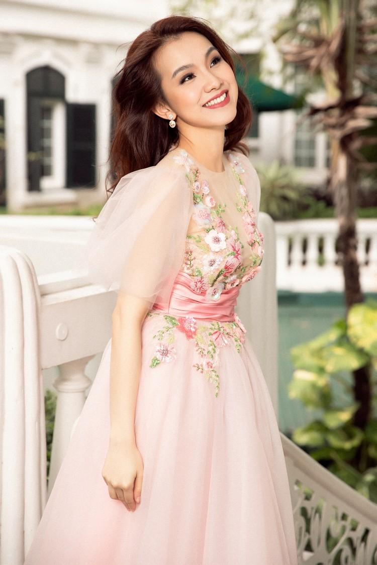 Dân mạng bất ngờ trước nhan sắc của Hoa hậu Thùy Lâm sau 10 năm thi Hoa hậu Hoàn vũ Thế giới 9