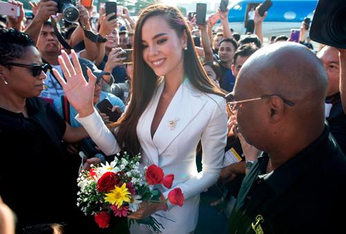 Vừa đăng quang, Tân Hoa hậu Hoàn Vũ 2018 bị chính khán giả quê nhà chê bai nhan sắc 4